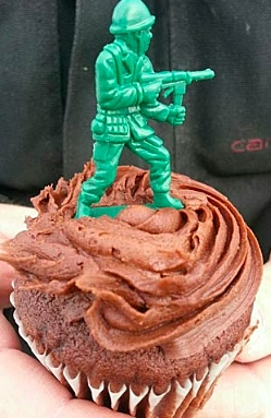 Birthday cupcake-soldier