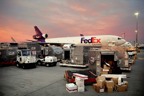 fedex-plane-loading